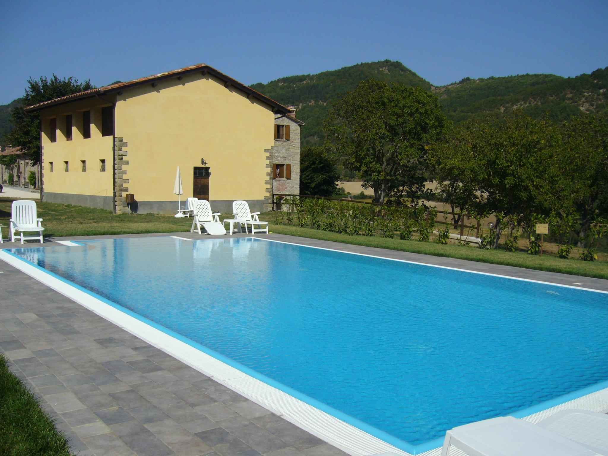 Agriturismo piscina toscana for Piscina firenze